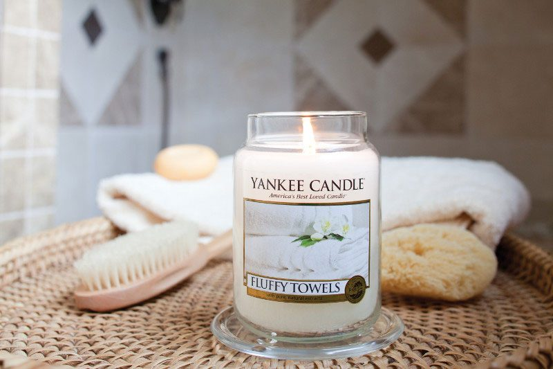 Fluffy Towels Duftkerze von Yankee Candle.